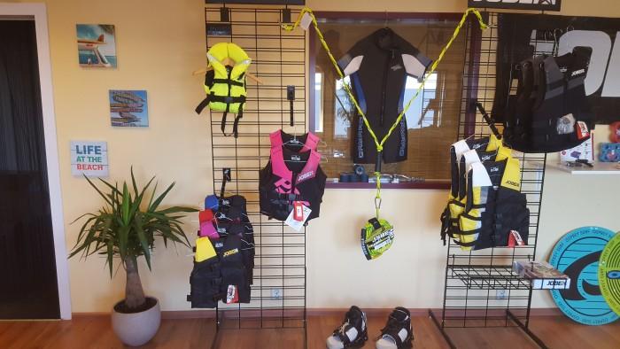 Wakeboard vesten en wetsuits
